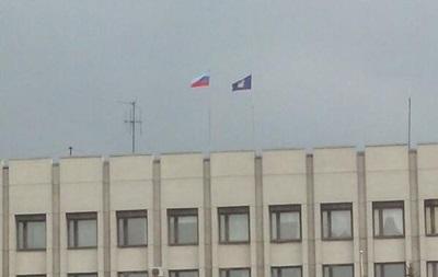 В Алчевске около 30 человек заняли мэрию и распустили чиновников по домам