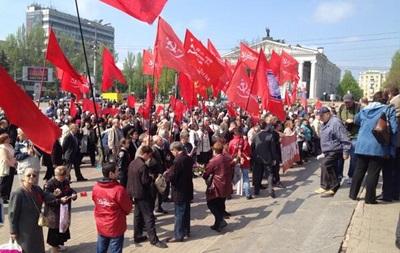 Коммунисты проводят шествие в центре Донецка