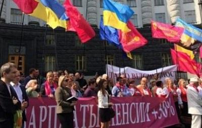 Участники первомайской демонстранции в Киеве требуют провести референдум 25 мая