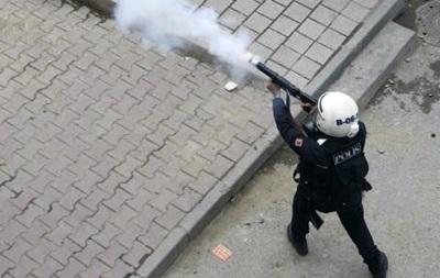 Демонстрации и столкновения по всему миру на 1 мая