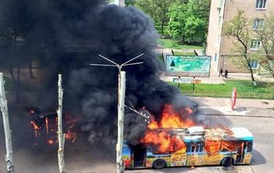 В Краматорске горят маршрутки и троллейбусы, слышно стрельбу