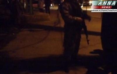 В Луганске штурмуют военкомат, слышны взрывы и выстрелы