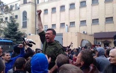 В Одессе штурмуют здание МВД: милиция отпустила 67 задержанных после событий 2 мая (обновлено)