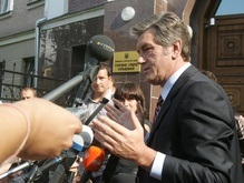 Ющенко полтора часа давал показания Генпрокуратуре