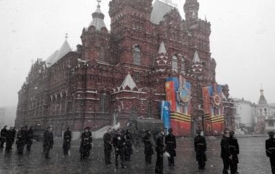 В Москве во время репетиции парада пошел снег