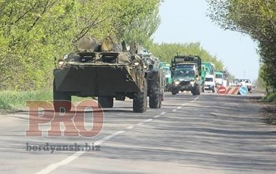 В Бердянск зашла колонна военной техники