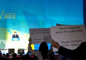 Ъ: Новость об акции журналистов во время речи Януковича облетела зарубежные СМИ