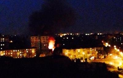 В Мариуполе горит воинская часть и городская прокуратура