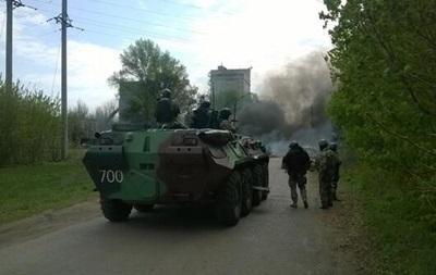 В Луганской области при попытке блокировать военную технику ранены два человека