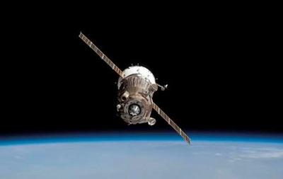 Корабль Союз с тремя космонавтами на борту отстыковался от МКС