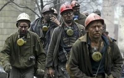 В Енакиево уже более 15 часов борются с пожаром на шахте