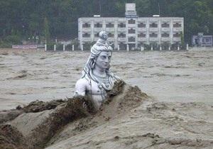 Индия - В Индии готовится массовая кремация жертв наводнения