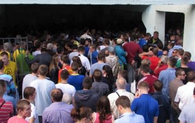 Нервные болельщики штурмовали кассу с билетами на финал Кубка Украины