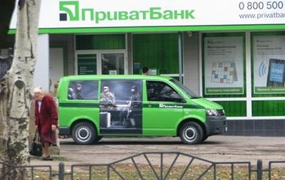 Возле Енакиево вооруженные люди захватили инкассаторский автомобиль ПриватБанка