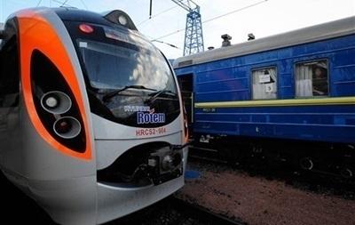 Во Львовской области из-за непогоды размыло 120 метров железнодорожного полотна