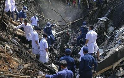 В Лаосе разбился самолет с министром обороны на борту