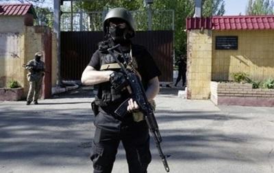 В Шахтерске вооруженные люди захватили избирком