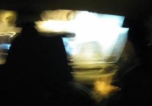 В Киеве такси слетело с эстакады на площадку автостанции Выдубичи