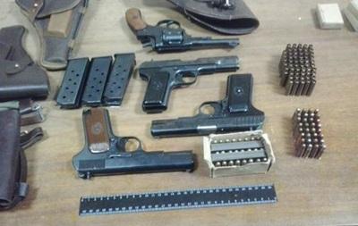 В Киеве задержали преступную группу, поставляющую  на восток Украины оружие и взрывчатку