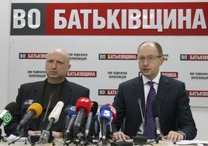 Оппозиция заявила о давлении на трех депутатов и членов их семей