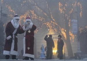 В Киеве провели парад Дедов Морозов