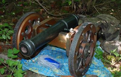 В Житомирской области нашли сувенирную пушку экс-министра обороны