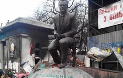 Стадион Динамо имени Лобановского расчистят от баррикад