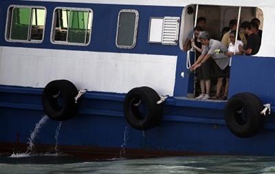 Китайский паром столкнулся с грузовым судном, пострадали более 30 человек