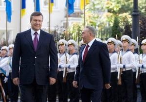 Янукович поручил Кабмину подготовиться вместе с Казахстаном к празднованию дня рождения Шевченко