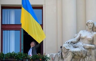В Чехии почти 60 городов вывесили на ратушах украинские флаги