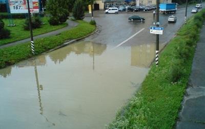 Поднятие уровня воды в реках осложнило движение автотранспорта в трех областях