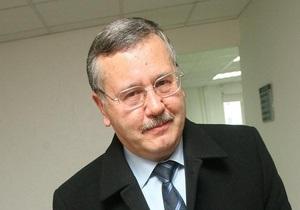 Гриценко предложил отменить штрафы за нарушение ПДД на плохих дорогах