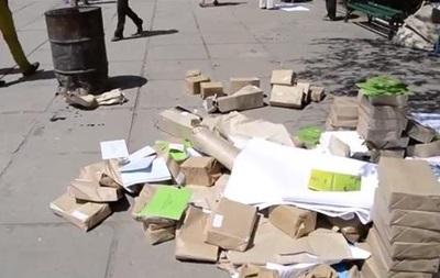 В Луганске сожгли избирательные бюллетени