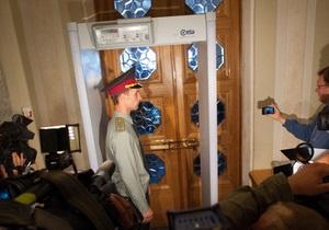 После штурма афганцев в Раде закрыли один из входов  на ремонт  - депутат