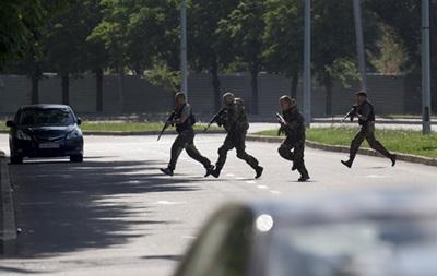 АТО в Донецке: перестрелка у военкомата, мэр попросил не выходить из дома