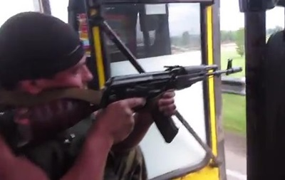 На Донбассе  превентивно  стреляют из автобуса