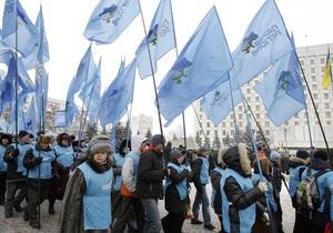 Фотогалерея: Наши флаги бело-голубые. Митинг сторонников Януковича под ЦИК