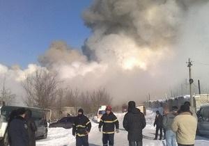 В Луганске горит гофротарный комбинат. Есть пострадавшие