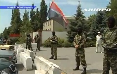 В Днепропетровской области жители вышли на улицу против Правого сектора