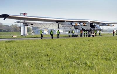 Совершил первый полет самолет на солнечных батареях, на котором планируют облететь вокруг Земли