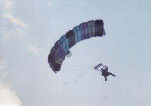 В Крыму житель Москвы попал в реанимацию, прыгнув со скалы с парашютом