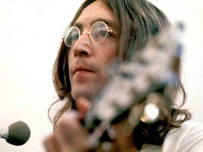 Именем Джона Леннона назвали лунный кратер