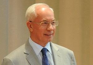 Азаров пообещал повышение зарплат госслужащим