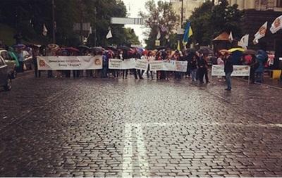 Вкладчики банка Форум заблокировали улицу Грушевского в Киеве