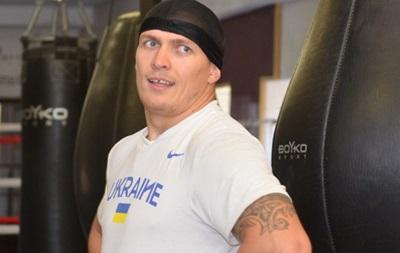 Александр Усик ездит по Крыму с украинским флагом