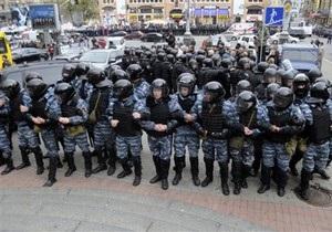 Киевская милиция полностью перекрыла улицу Банковую