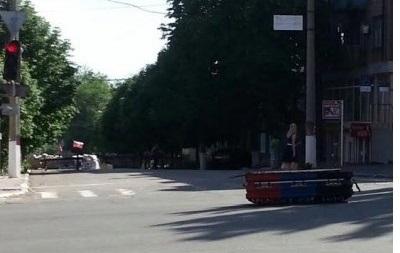 В Мариуполе сторонникам ДНР подарили гроб с надписью  За детей