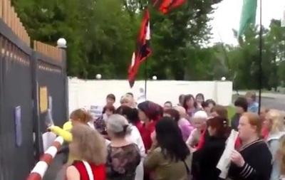 В Чернигове пикетировали воинскую часть