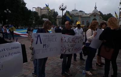 Крымчане под Радой требуют предоставить им статус переселенцев