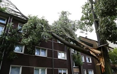 Жертвами урагана в Германии стали не менее шести человек
